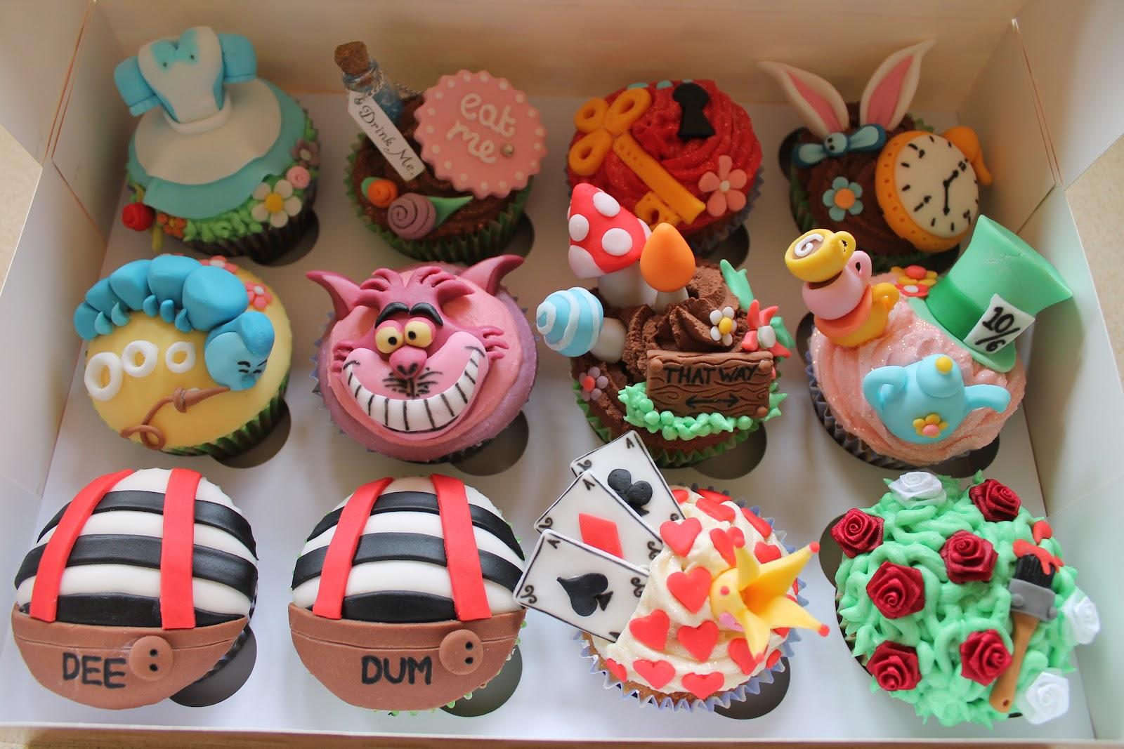alice-in-wonderland-cupcakes[1].jpg