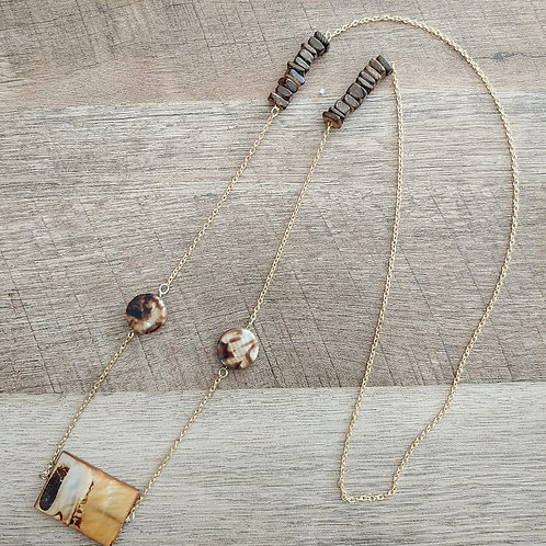 STACKED WOOD BEADS GOLD NECKLACE