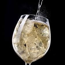 vin pétillant servi à la tireuse