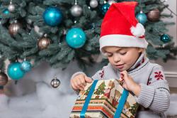 girl-santa-hat-christmas-present