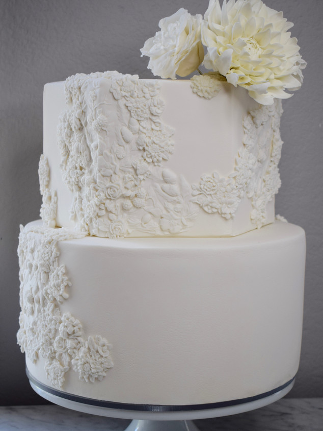 White bas-relief cake with sugar flowers