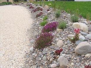Balanced Garden, Kiesrabatte