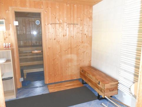 Badezimmer GG Zugang Saunarium.jpg