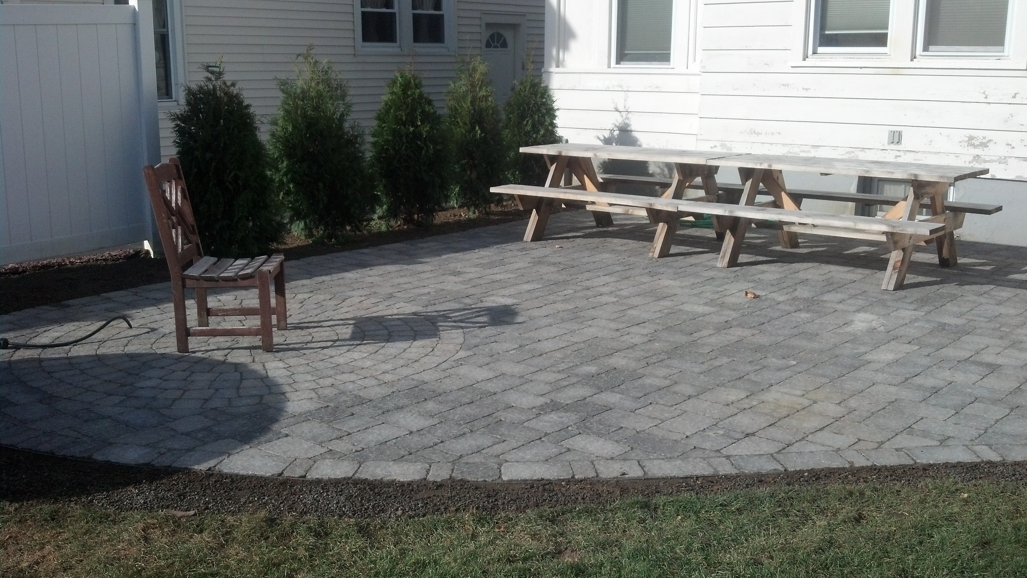 Patio with circular pattern inset