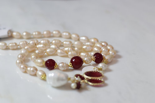 W20 Import Mother Of Pearl Necklace Burg