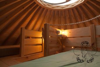 spanie na górze