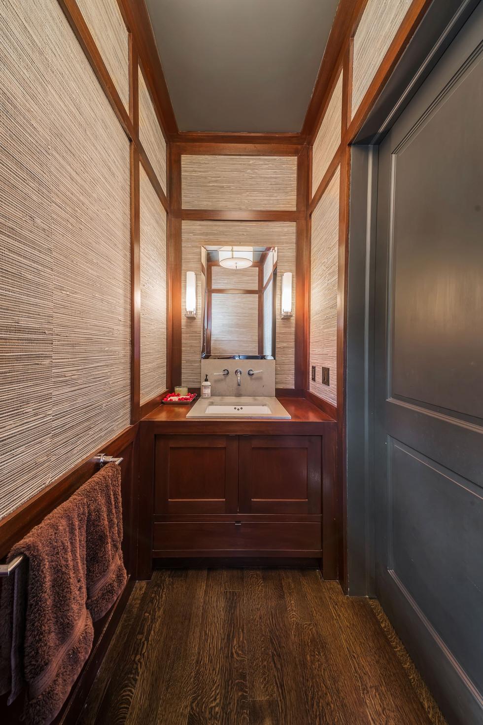 Riverside Colonial Bathroom
