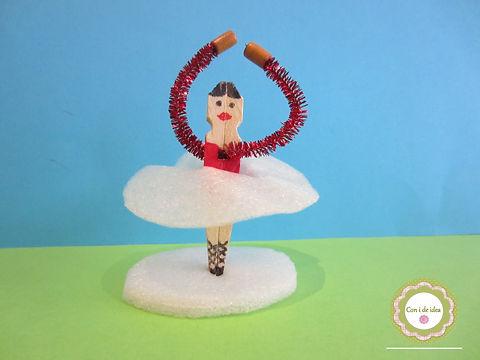 Bailarina con pinzas de la ropa
