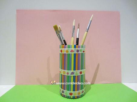 Porta lápices con pajitas