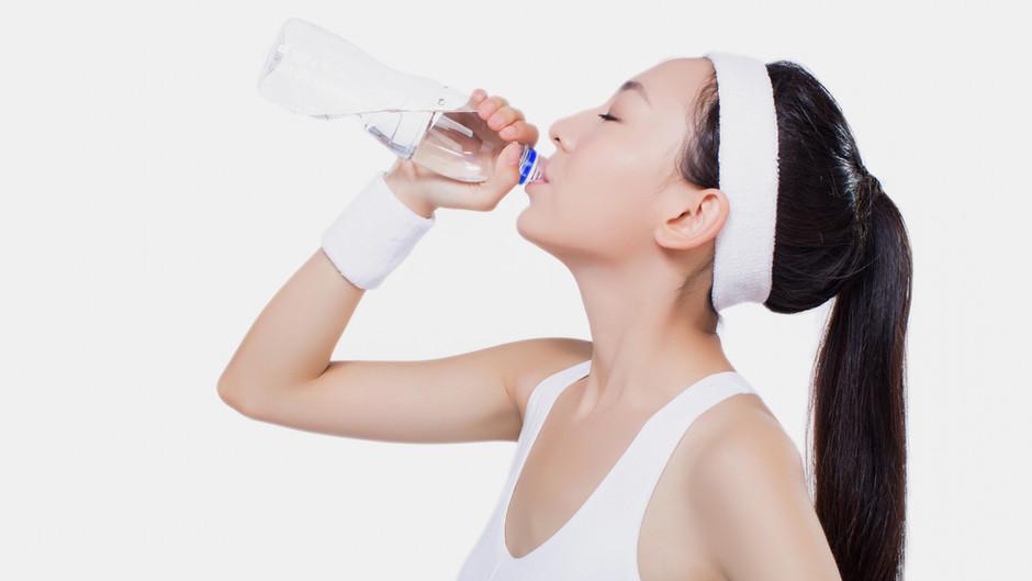 #Leitungswasser oder Mineralwasser: Was sollte man trinken?