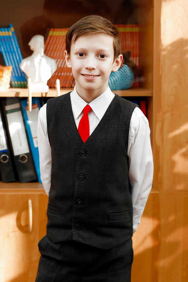 Детский портрет мальчика для выпускного альбома, фотограф Игорь Рос Новосибирск.
