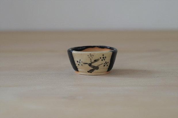 001 黒織部絵鉢 丸