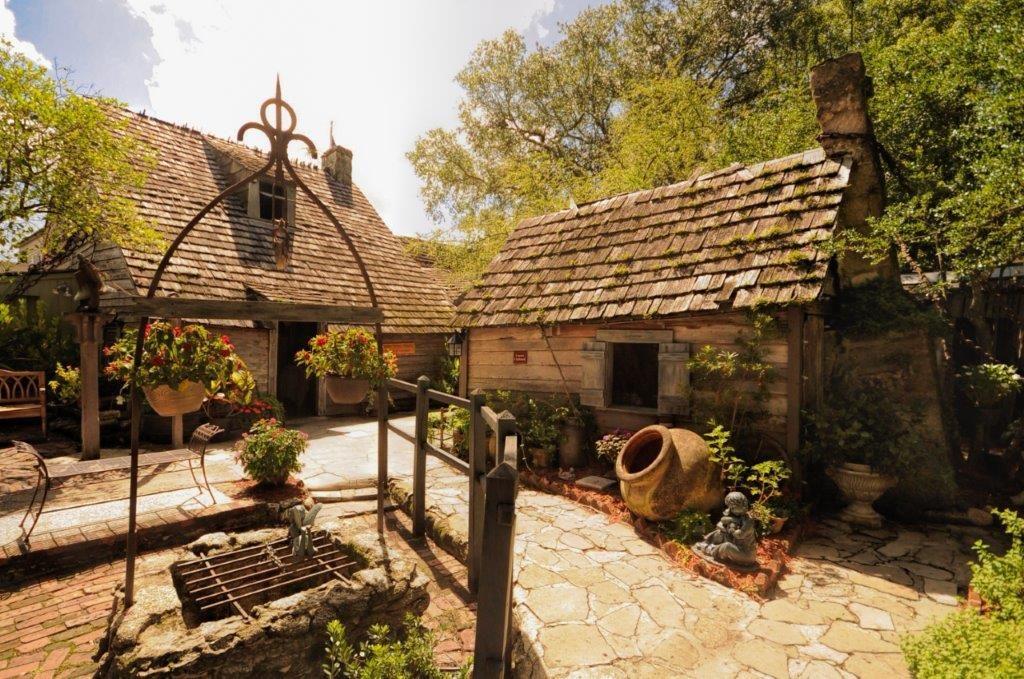 oldest-wooden-schoolhouse-1024x679