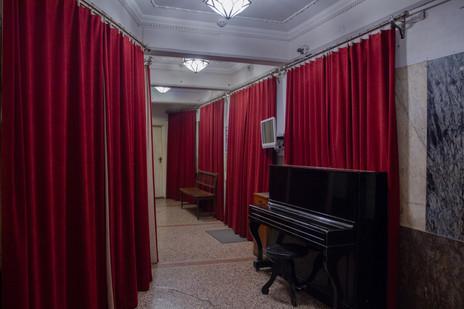 Фойє першого поверху Театру ім. Леся Курбаса, 2020 р.
