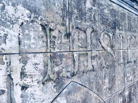"""Надпис на фасаді """"Casino de Paris"""", відкритий після реставрації"""