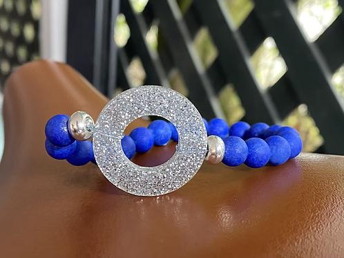 Glitzer mit blauen Natursteinperlen