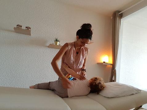 Violette Langlin kinésiologue Bègles, Bordeaux Gironde, séance de kinésiologie enfants bébés femmes enceintes