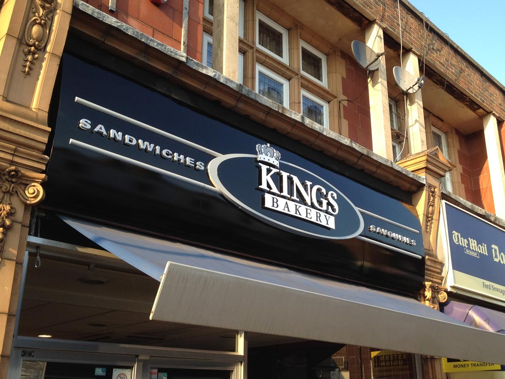 kings-refurbed-three-cooks-sign