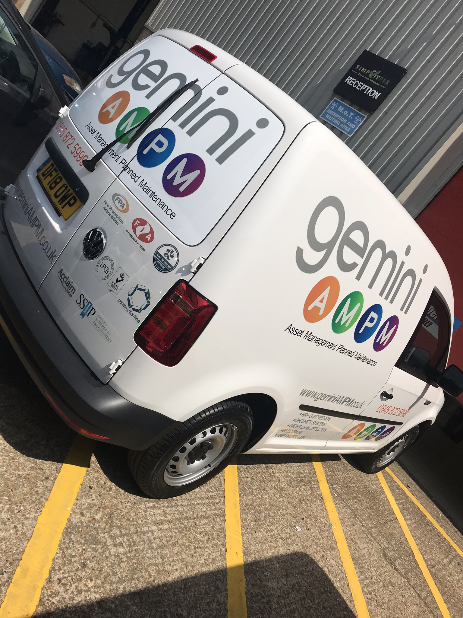 GEMINI REFLECTIVE CADDY VAN