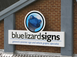 ali-tray-sign-with-vinyl-graphics-digitally-printed-graphics-bls