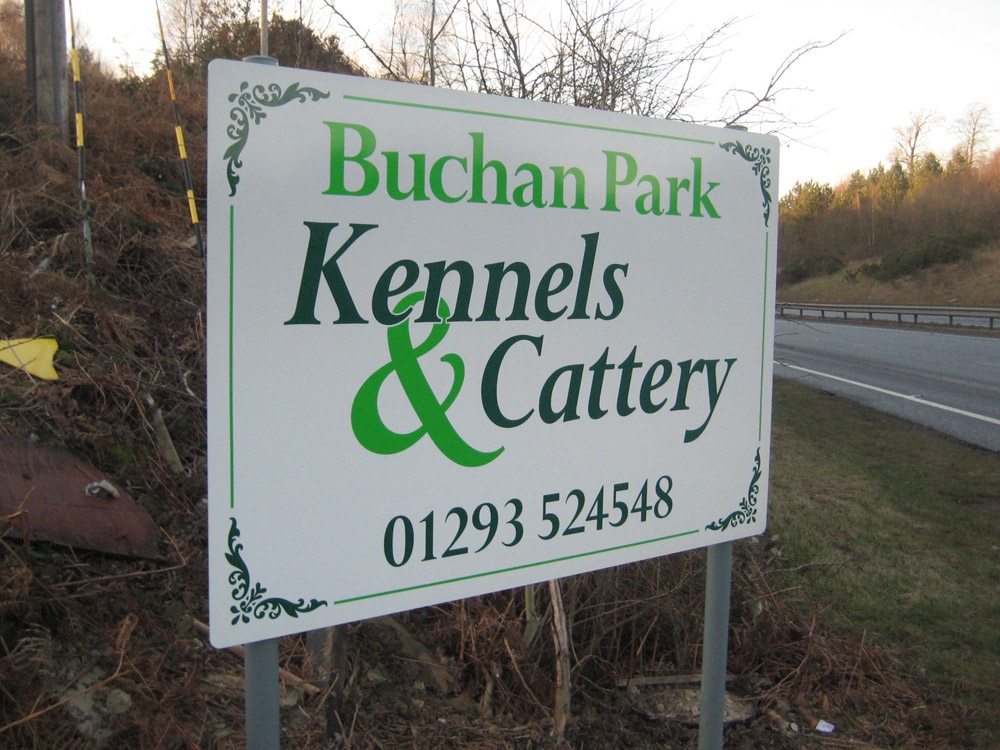 aluminium-sign-panel-with-vinyl-graphics-on-posts-buchan-park