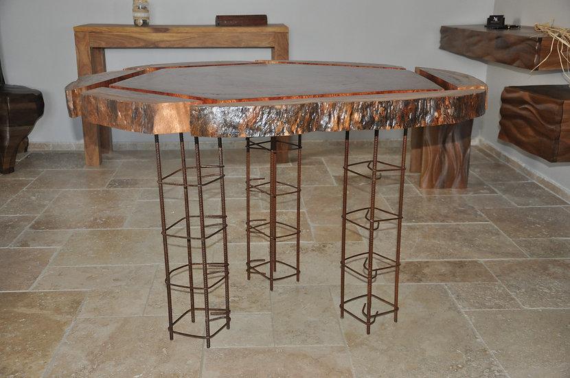 Table destructurée en Bubinga. Designer MarKus Furniture.