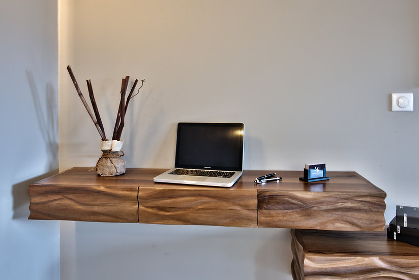 Bureau sculpté en bois de Noyer massif. Bureau design en console. By French Designer : MarKus Furniture