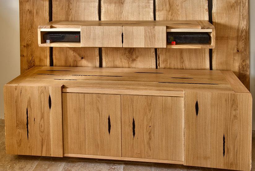 Meuble en bois massif. Meuble bas brulé en bois massif. Meuble Design. Designer : MarKus Furniture à Nice