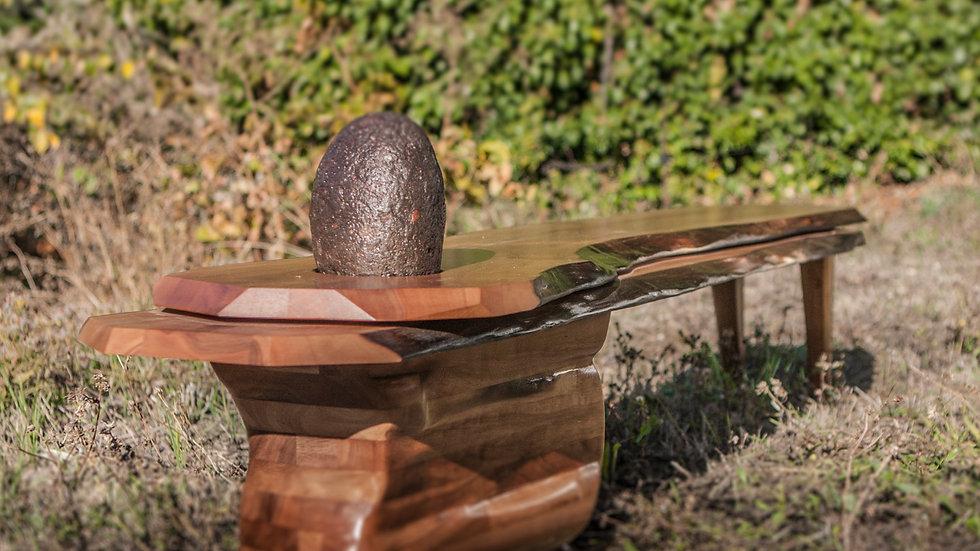Banc en bois de noyer Français massif. Designer : Markus Furniture à Nice, French Riviera