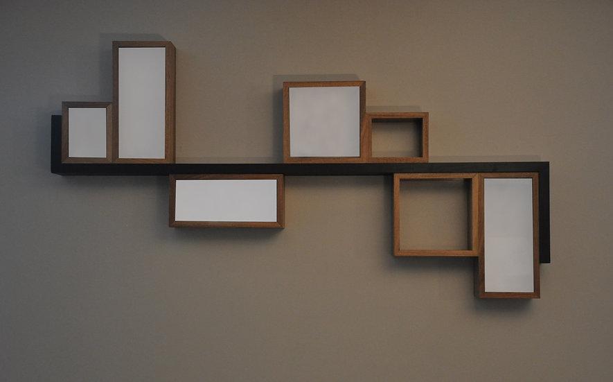 Luminaire applique murale en bois de noyer massif. Designer : MarKus Furniture à Nice, French Riviera