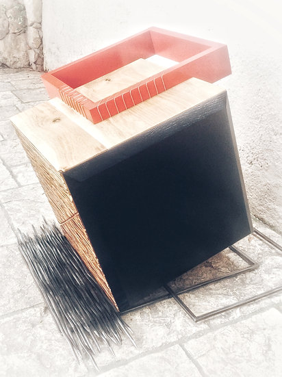 Cube design  en bois massif. Designer MarKus Furniture.