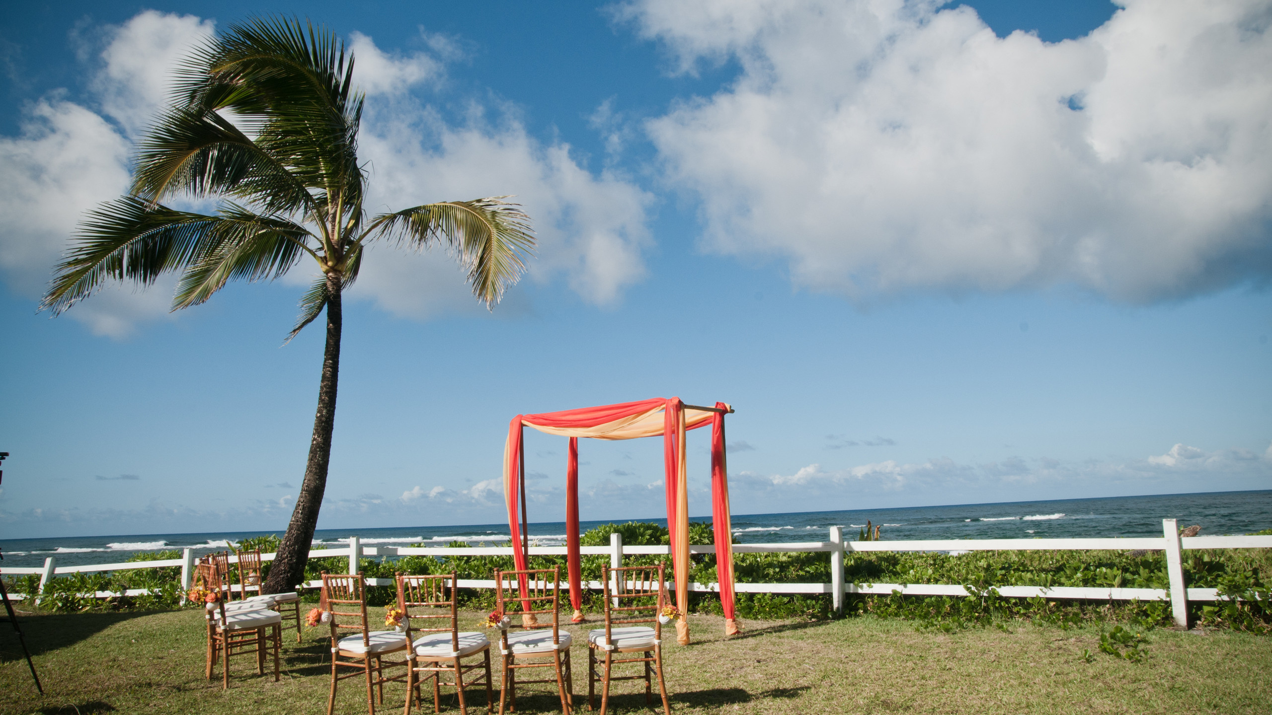 A beautiful setup at aHanalei Colony resort wedding, photography by Island Echoes Photography