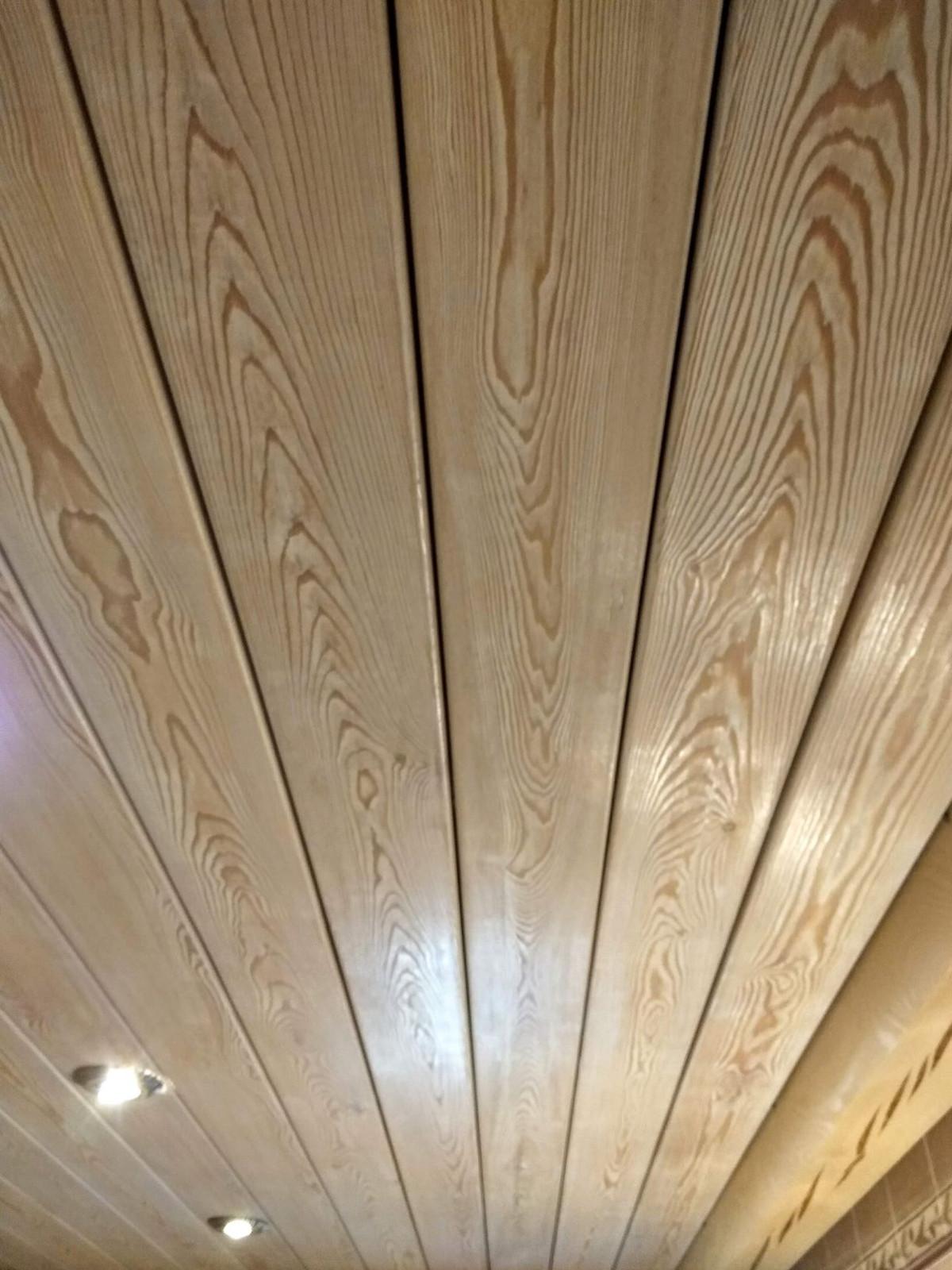 потолок из вагонки лиственницы