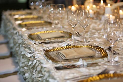 The elegant dinner table decoration.jpg
