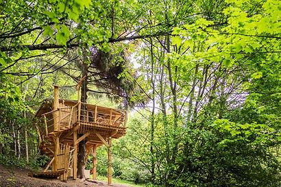 treehouse-jested-emanuel-z-venku