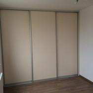 Vestavěná skřín s posuvnými dveřmi ALU rám LTD
