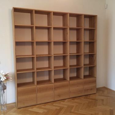 Masiv dub spárovka knihovna na míru