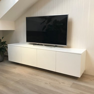 TV nábytek na míru bílá vysoký lesk