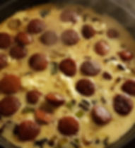 Äggakaga med festivalkorv och kantarell
