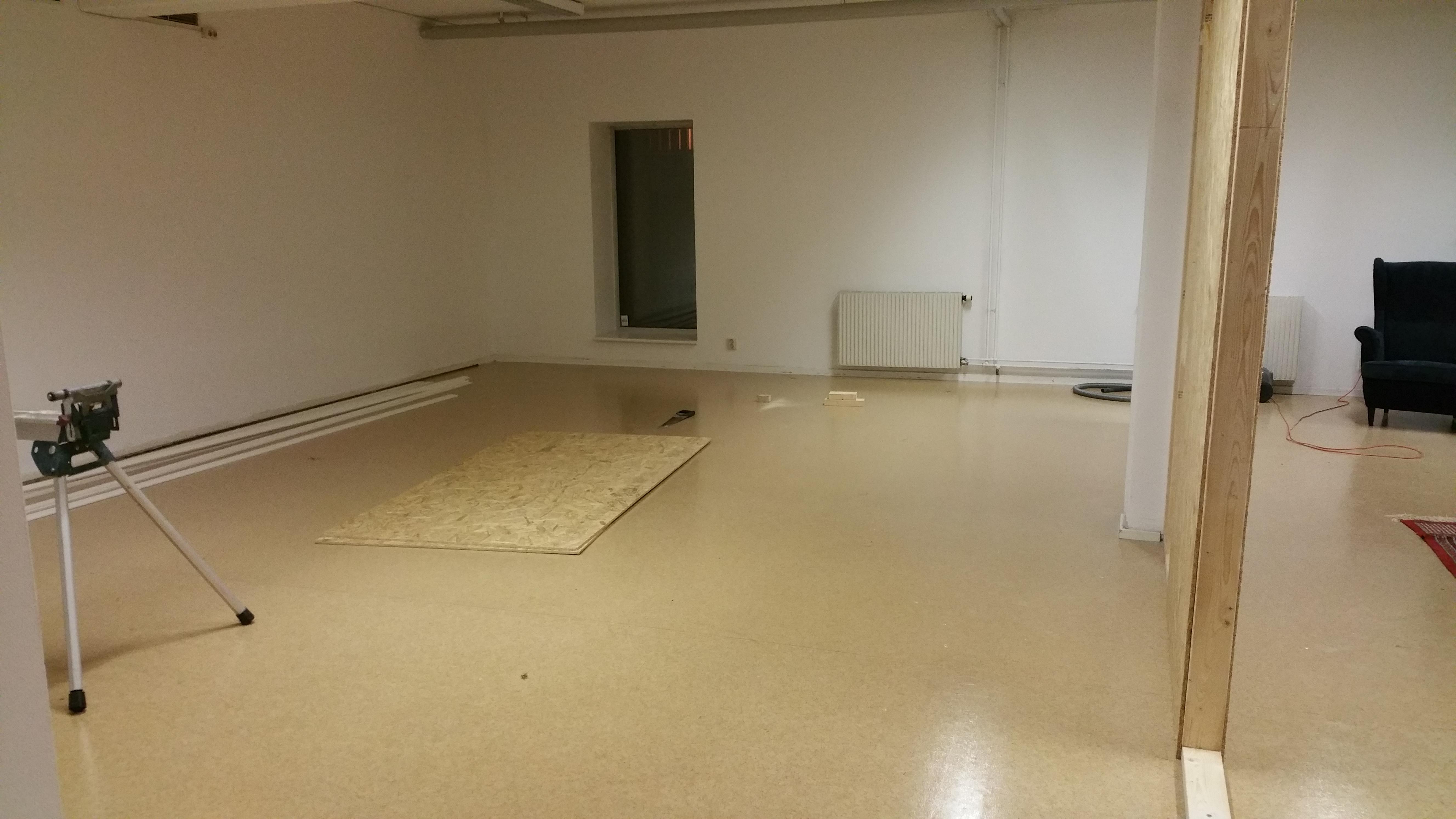 Kontoret avdelas med vägg
