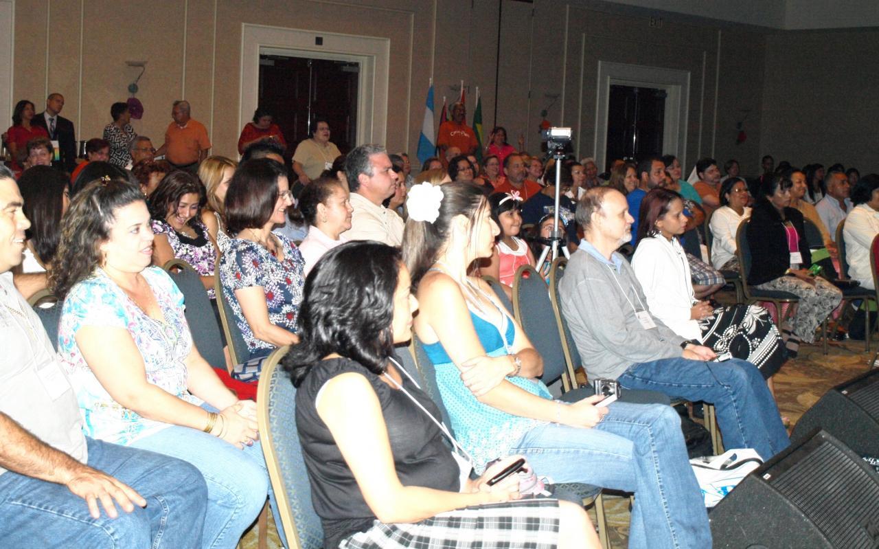 Los participantes de la III Conferencia durante una de las sesiones generales.