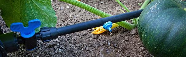 капельный шланг, полив в саду, слепая трубка для полива, капельная лента, эмиттерная лента, кубан полив