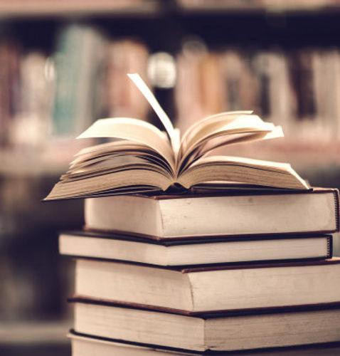 reserve-na-biblioteca-com-livro-aberto_1150-5920_edited.jpg