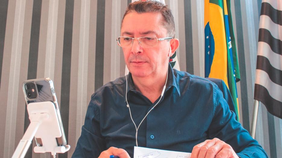 Relator Sansão Pereira apresenta parecer favorável à gratuidade no transporte público para idosos