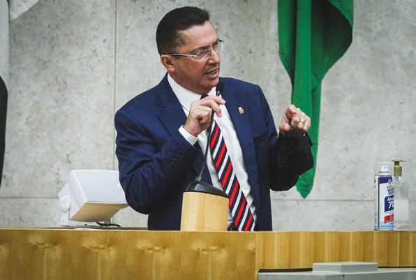 Vereador Sansão Pereira apresenta prestação de contas de seus 100 primeiros dias de mandato