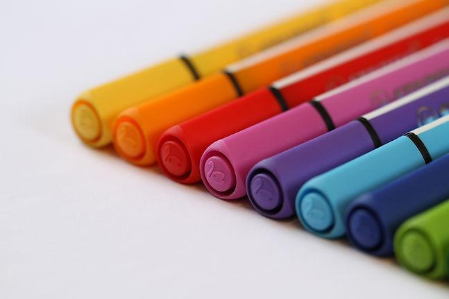 pens-2944137_1920.jpg