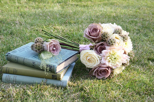 Bridal bouquet & matching groom's button
