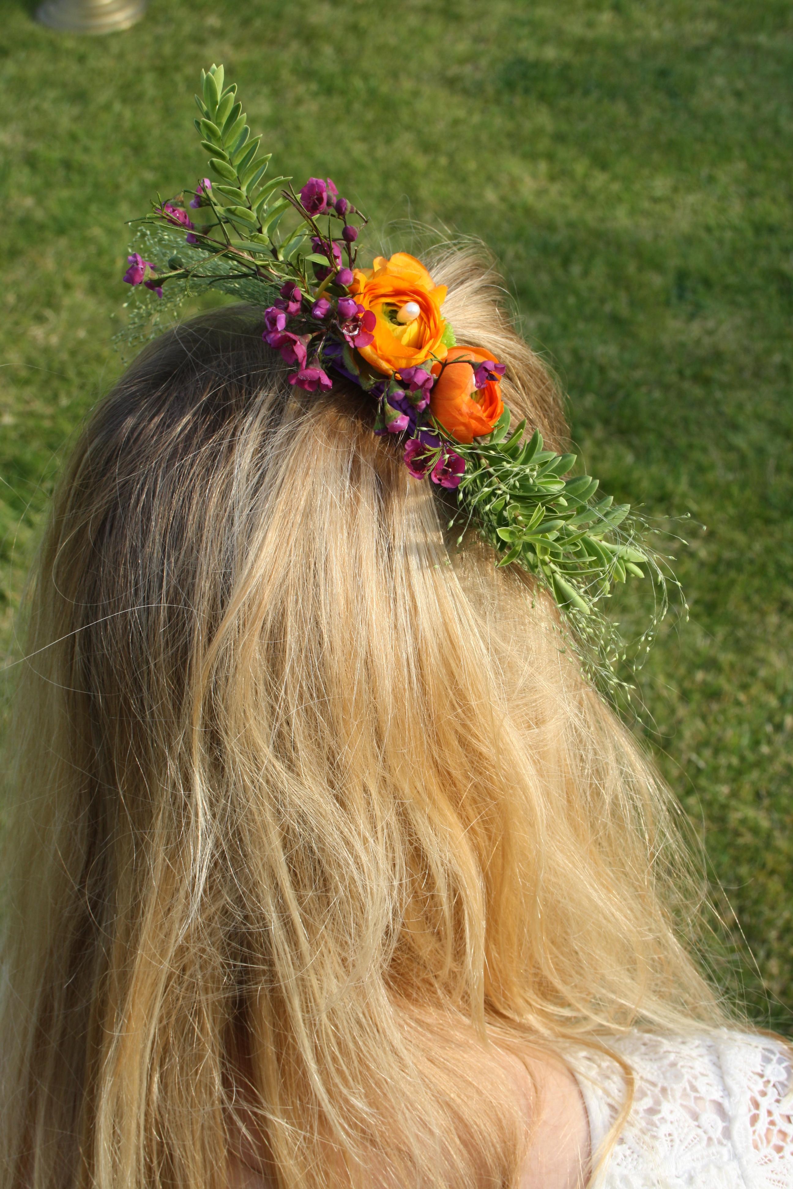 Orange Ranunculus hair arrangement