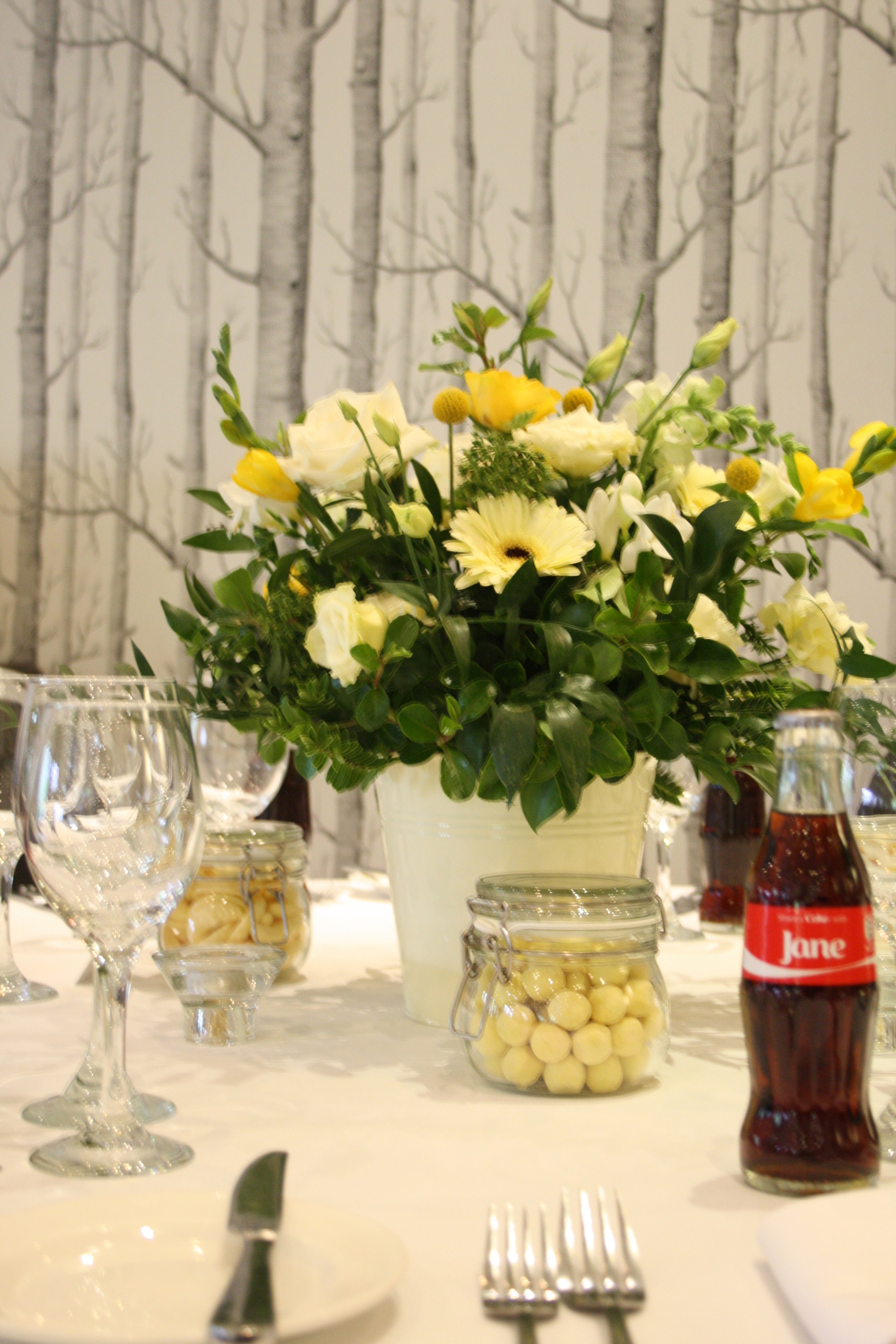 Table Arrangement cream Gerbera & yellow Rose