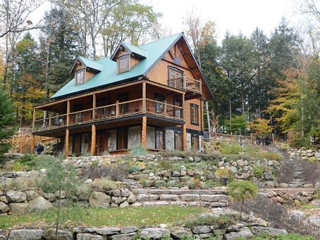 Résidence de rêve a Vendre  La maison est confortable et luxueuse et ouverte sur le lac
